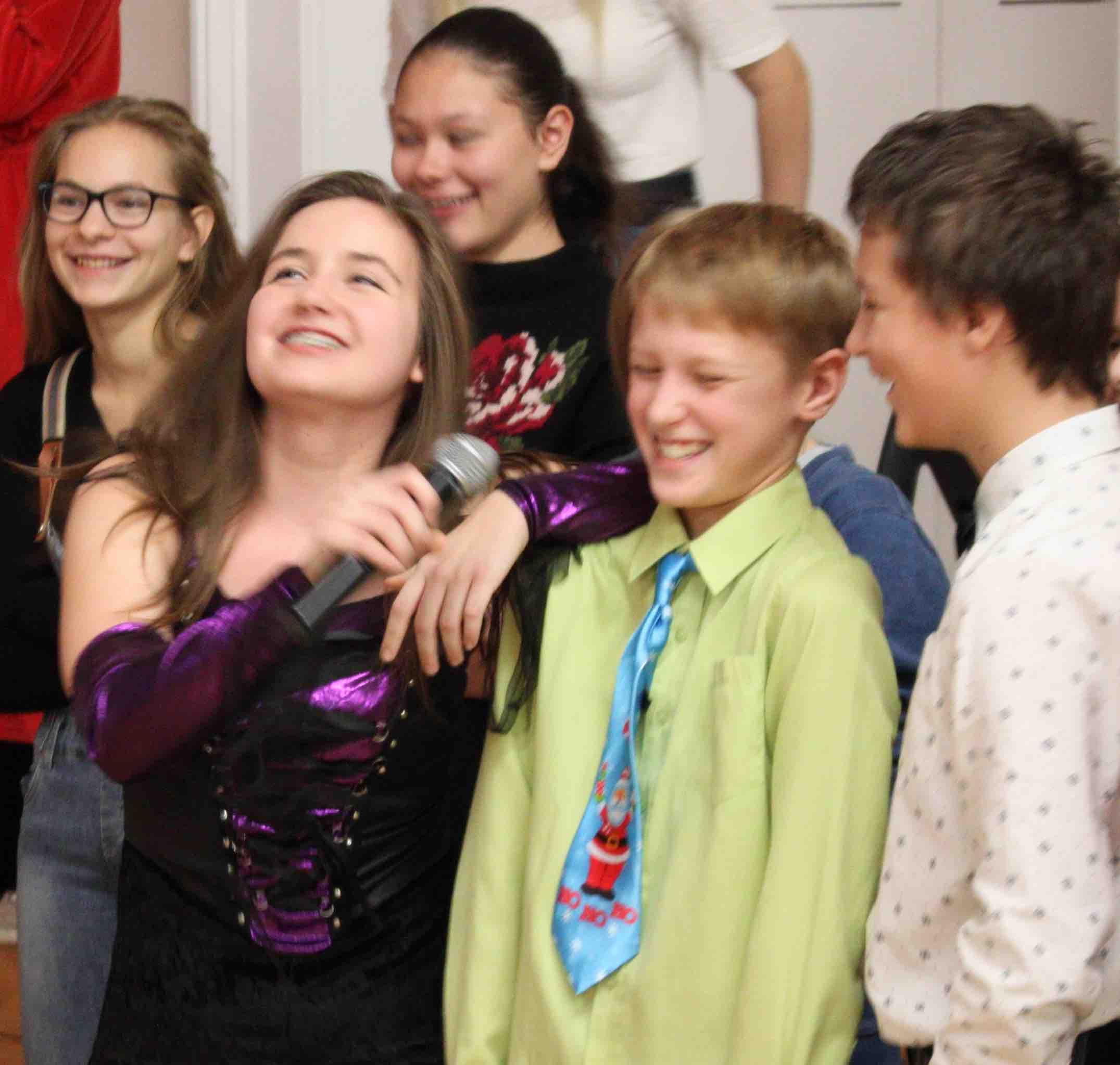 Новогодний праздник в старших классах